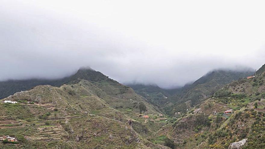 Cabildo y Ayuntamiento mejoran el camino de El Tomadero de Anaga