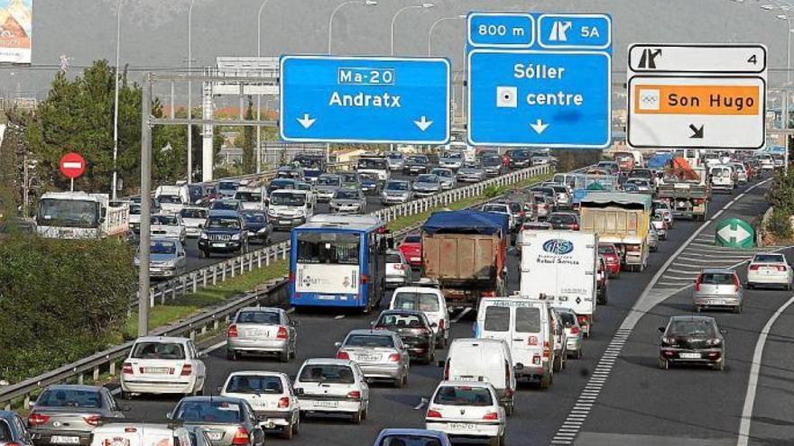 Un camión averiado provoca tráfico lento en la Vía de Cintura