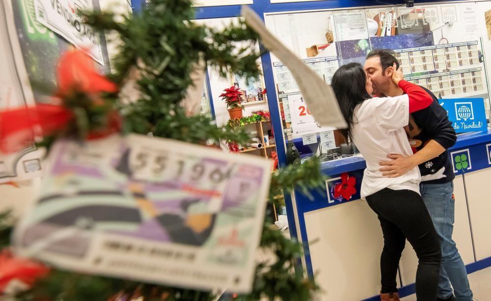 José María Nogales, el lotero que ha venido en una administración del centro comercial Alcampo de la Ronda del Tamarguillo de Sevilla una serie del 26.590 agraciado con el Gordo.