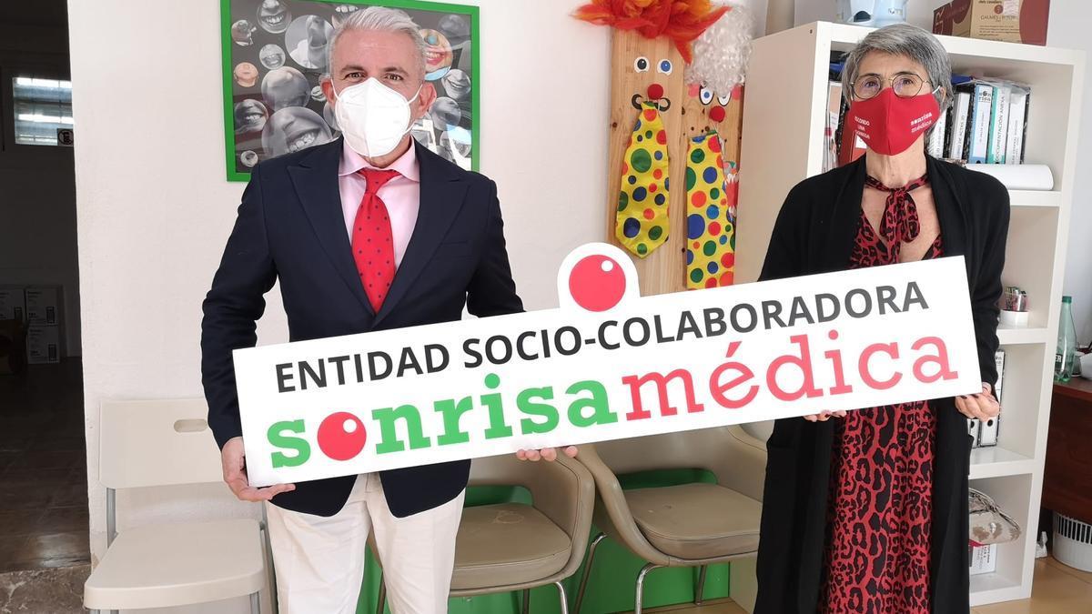 María José Suárez, responsable de captación de recursos de Sonrisa Médica, y Joaquín Juan, director comercial de Sistemas de Seguridad de Trablisa.