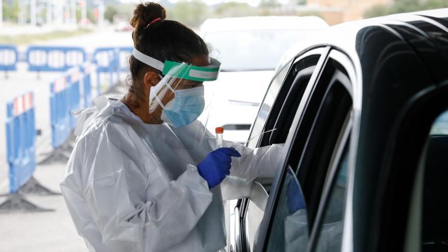 Nueva fase en la lucha contra la pandemia: prevenidos ante las mutaciones del virus que vienen (y que ya están en Asturias)