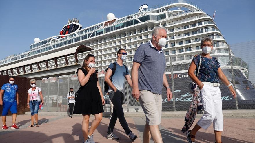 El crucero Mein Schiff 2 regresa al puerto de Málaga en su tercera escala