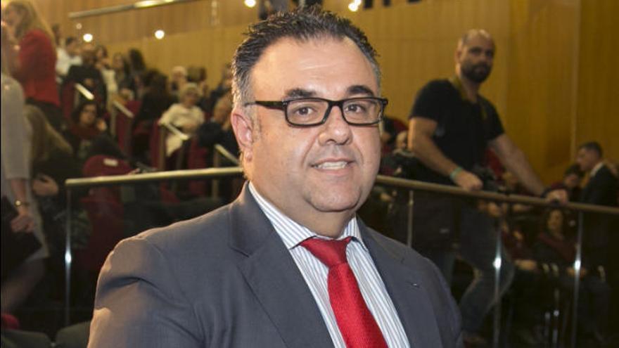 Los profesionales solicitan la vuelta de Conrado Domínguez