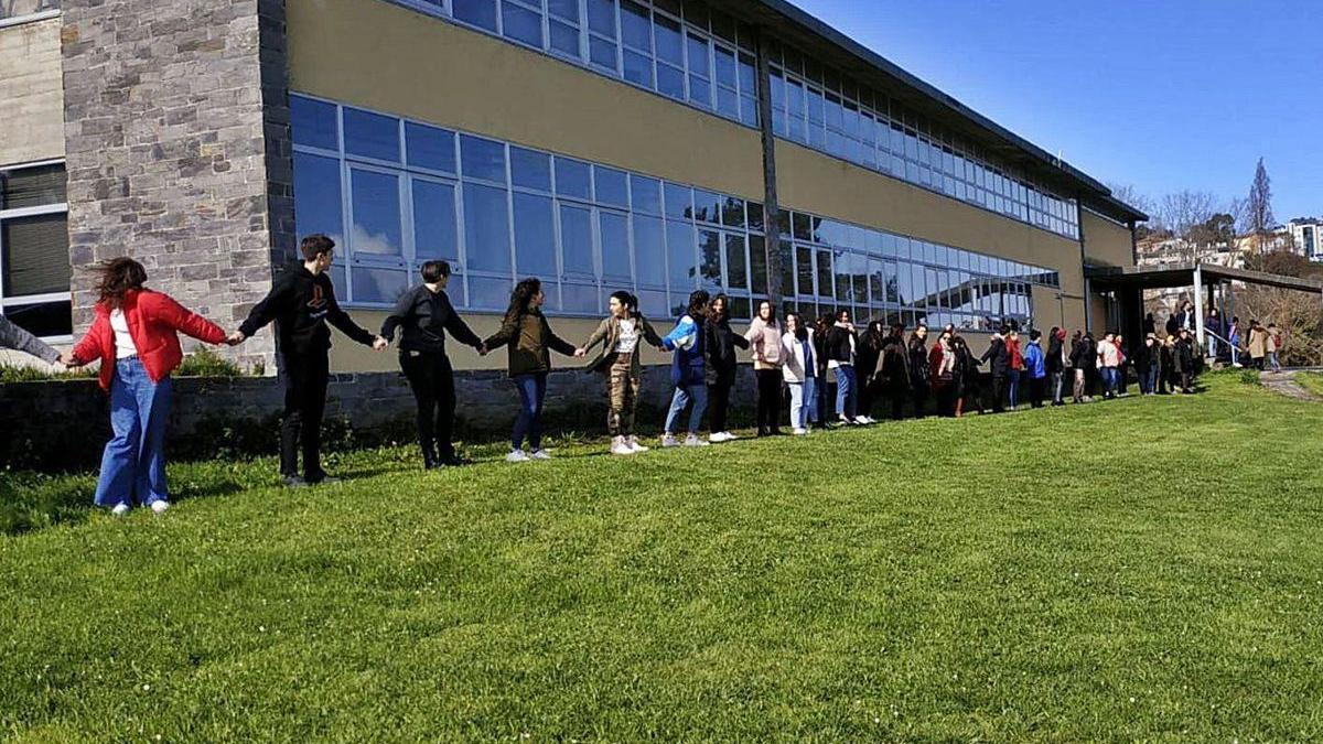 Protesta de alumnos de la Laboral, el pasado mes de marzo, alrededor del edificio de Mariñas.