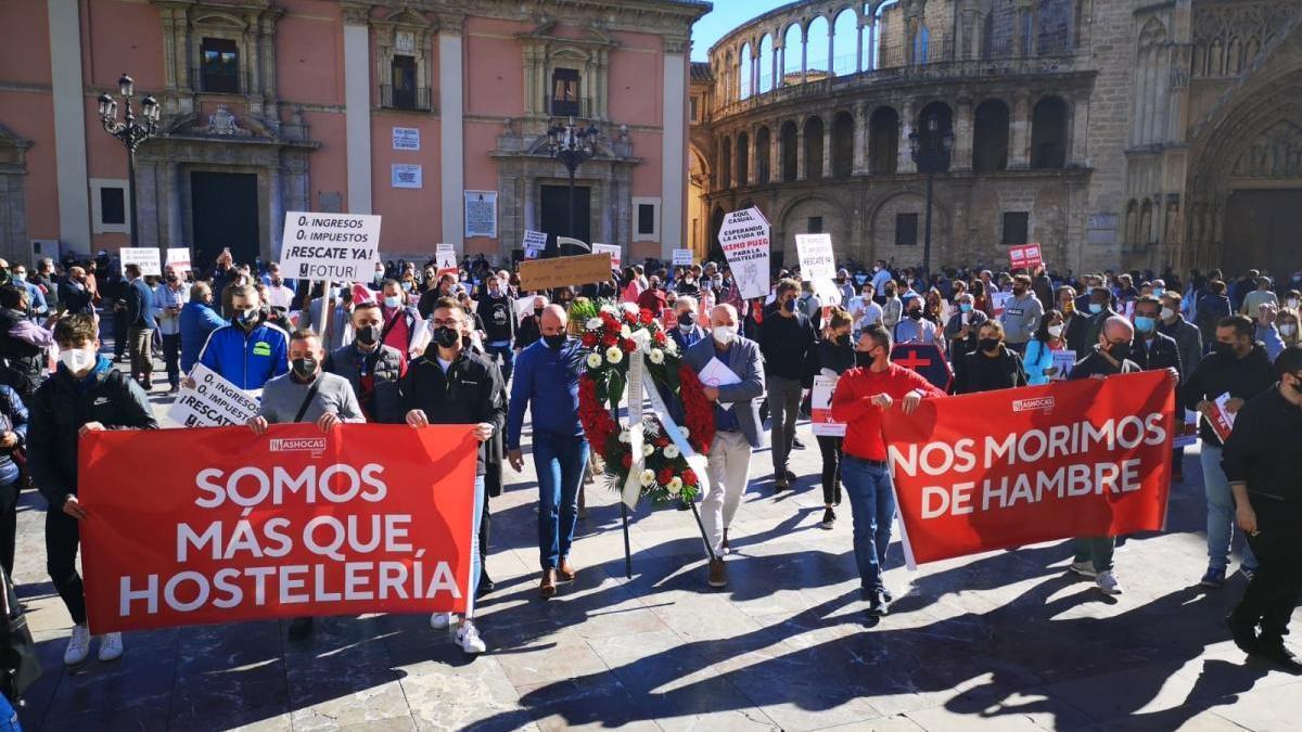 Los hosteleros de Castellón claman en València contra la «limosna» del Consell