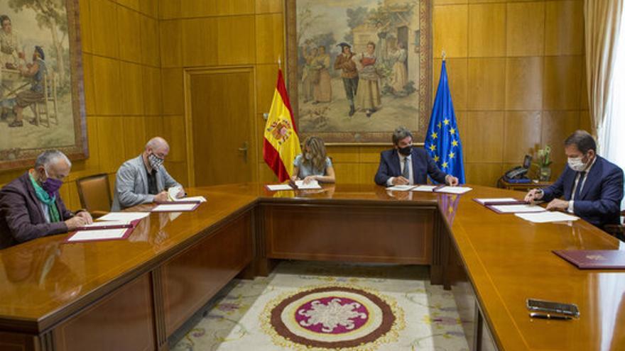 Govern espanyol, patronal i sindicats firmen la pròrroga dels ERTO