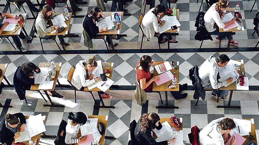Educación abre una investigación interna tras filtrarse datos confidenciales de una oposición
