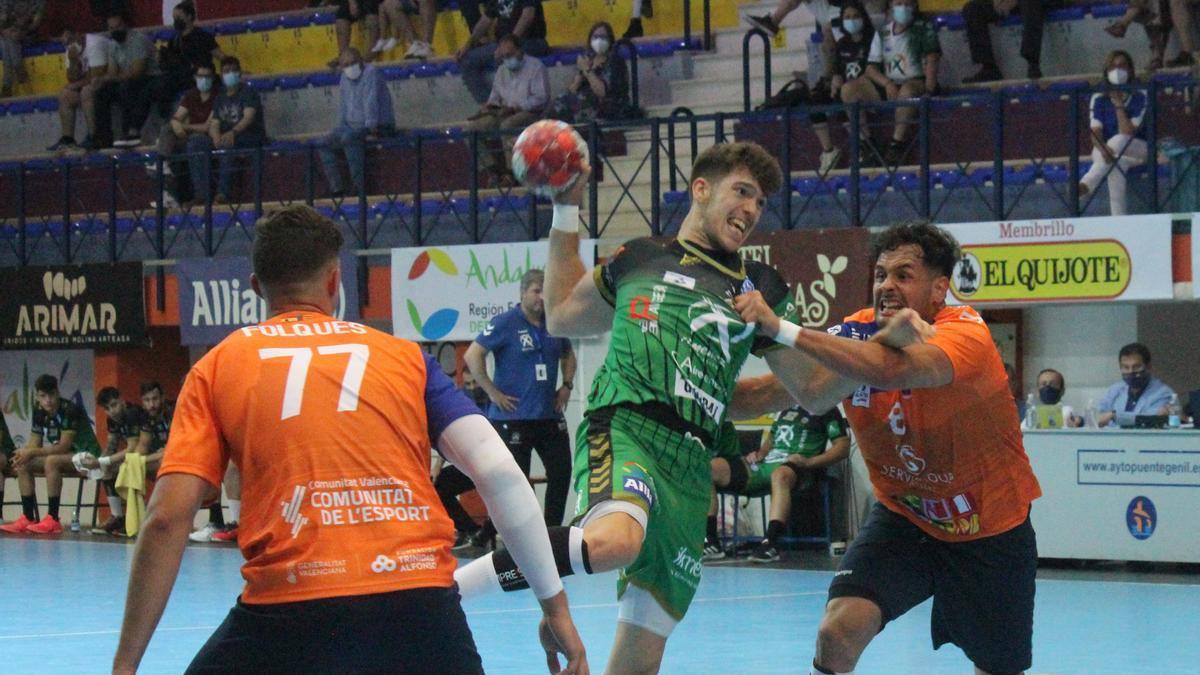 David Estepa, con el balón, en un partido de la pasada temporada.