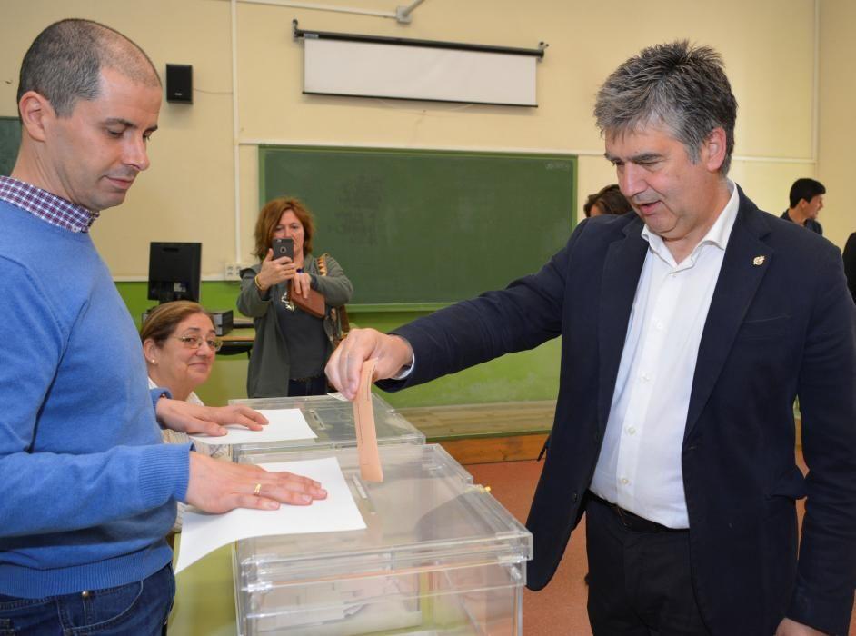 El senador del PP, Ignacio Cosidó ejerce su voto.