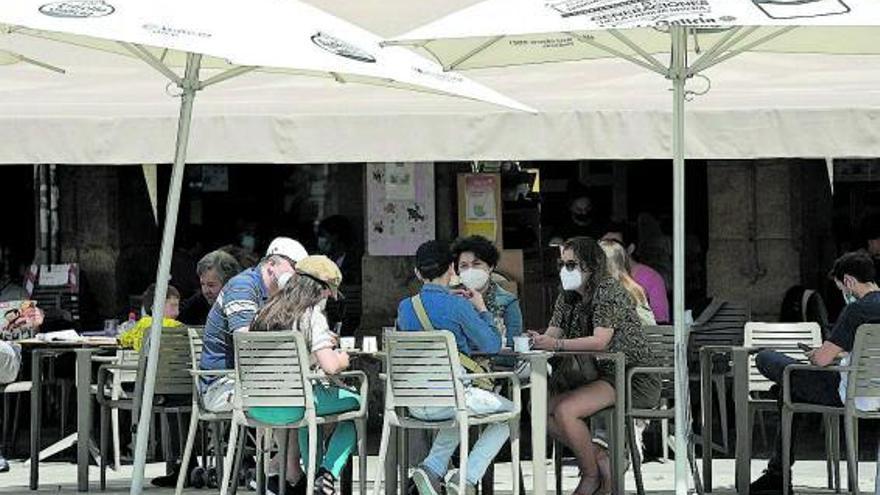 Galicia limita el aforo en terrazas y exige test a todo el ocio nocturno