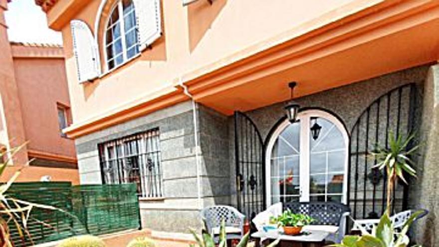 326.585 € Venta de casa en Tafira Alta (Las Palmas G. Canaria) 183 m2, 4 habitaciones, 3 baños, 1.785 €/m2...