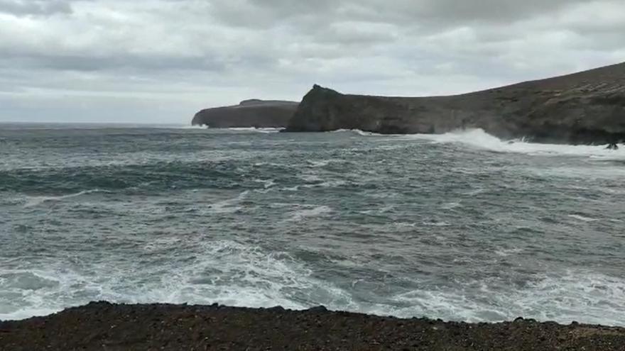 Una potente borrasca atlántica puede dejar olas de hasta ocho metros en Canarias