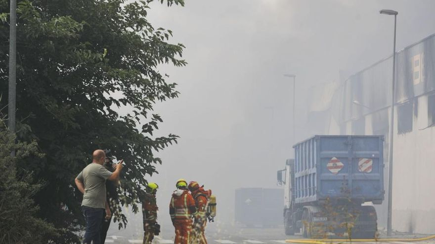 Incendio en una empresa del Polígono Industrial la Fillola, en Aldaia