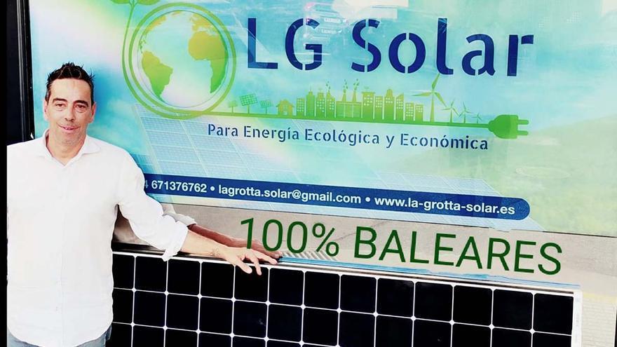 «La instalación de placas solares se adapta a cualquier tejado»