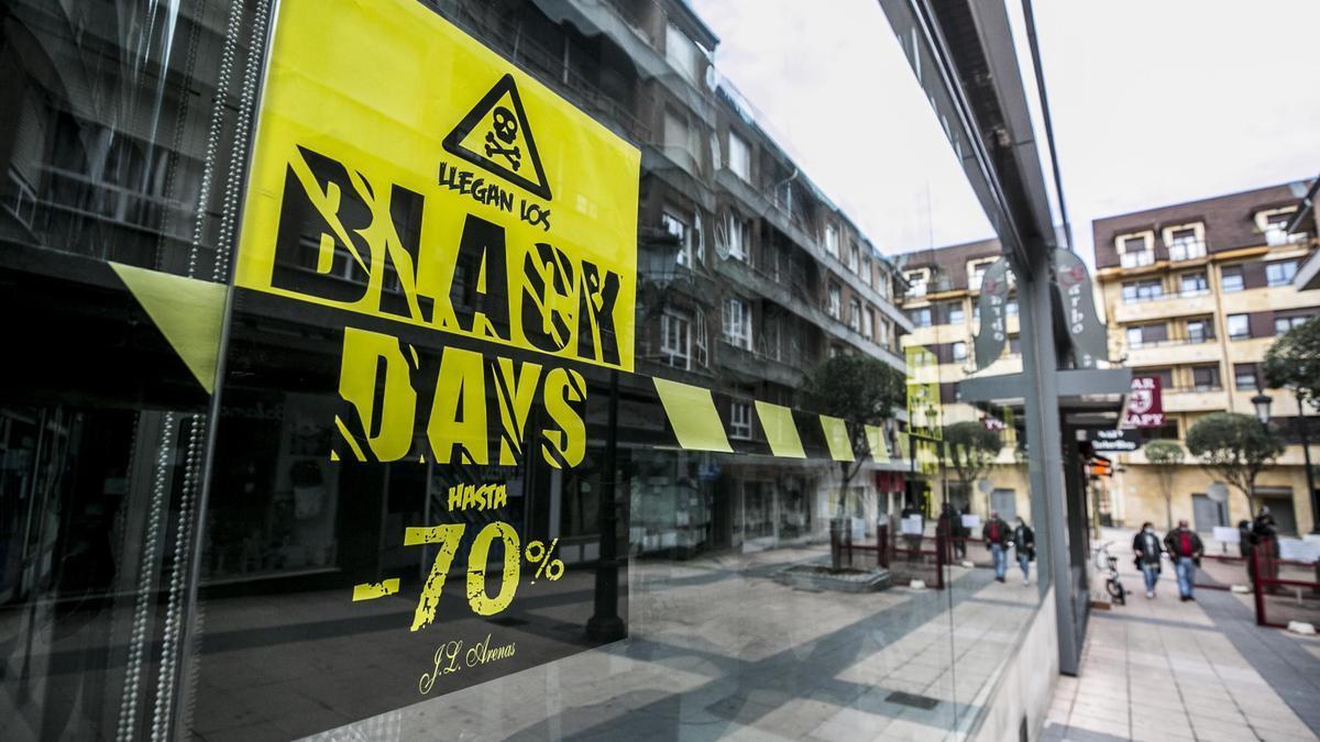 Un comercio cerrado en Oviedo.