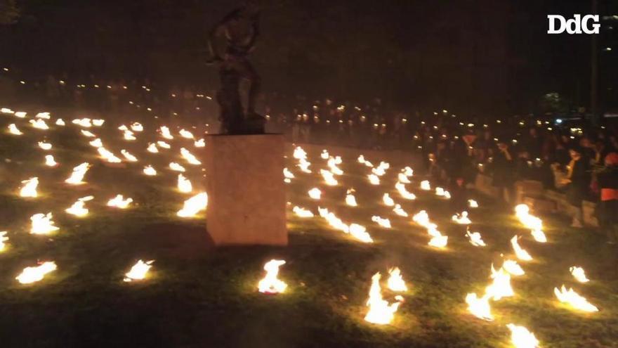 Les lluminàries porten el foc i la música medieval a les Pedreres