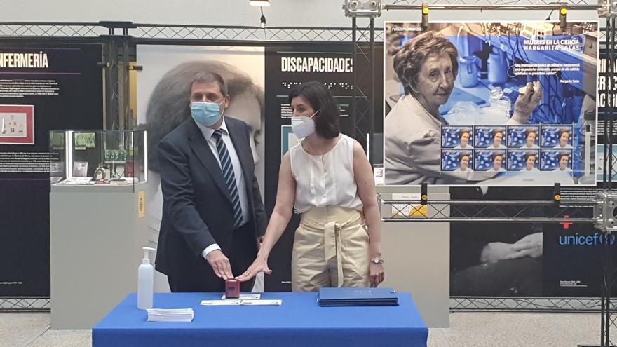 La científica asturiana Margarita Salas, sello de honor de Correos en homenaje a su carrera