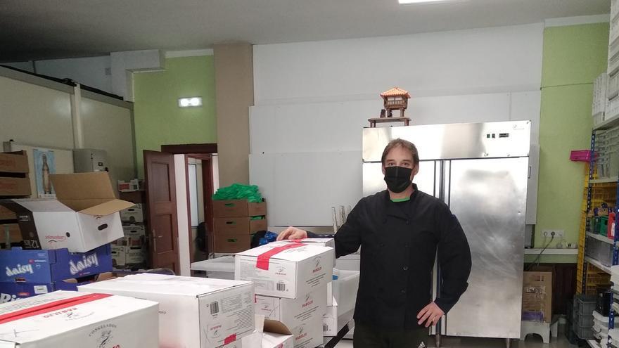 Los veteranos del Oviedo donan 100 kilos de pescado a la Cocina Económica