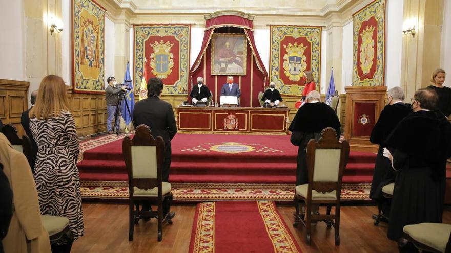 Así fue la toma de posesión de Ignacio Villaverde como rector de la Universidad de Oviedo