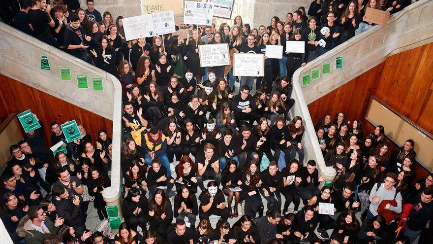 """Los alumnos de Medicina de la USC volverán a la huelga """"en defensa de la formación práctica"""""""