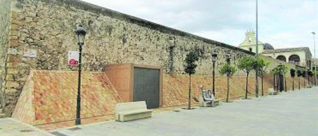 Muro noroeste ya restaurado con el contrafuerte. | V. RUIZ