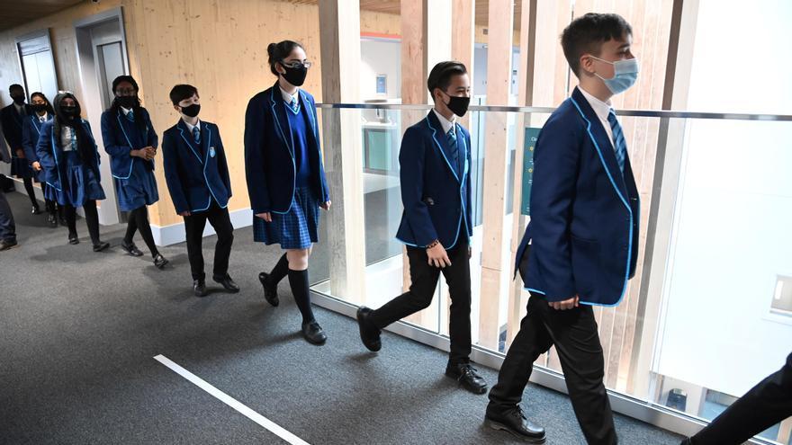 Los colegios de Inglaterra reabren con seguridad y tests masivos