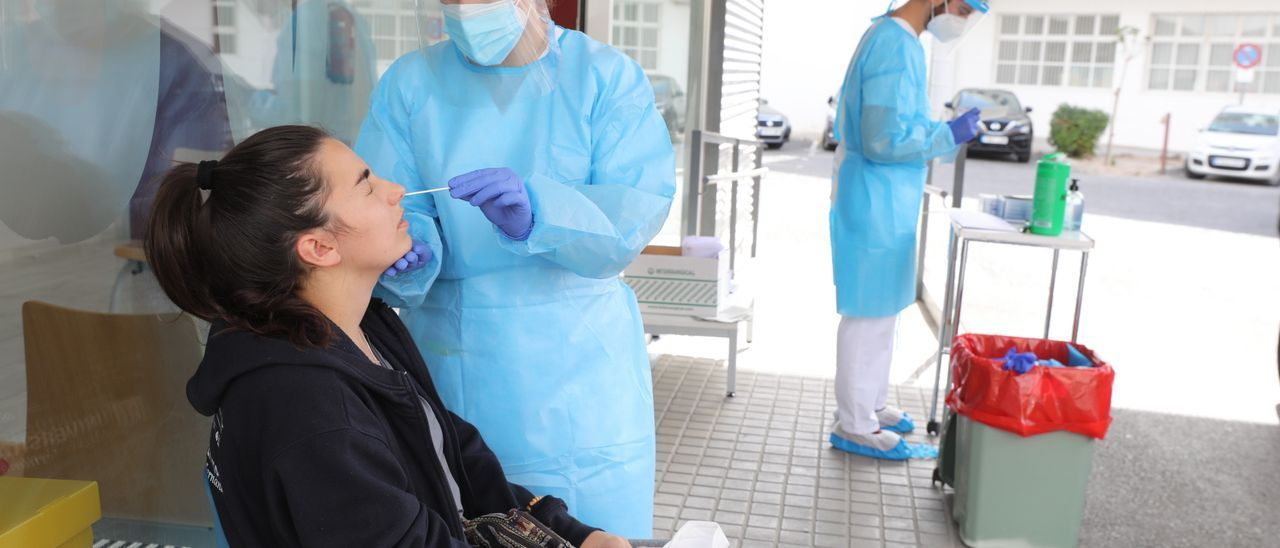 Pruebas PCR en un centro de salud de la provincia