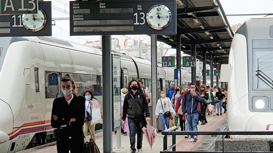 El doble castigo del tren de Madrid: a la cola en tiempos y sin servicio directo por Santiago