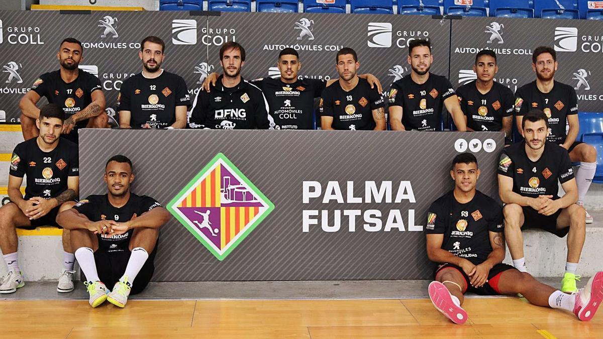 El equipo posa en Son Moix antes del segundo partido de playoff contra el Barça.   PALMA FUTSAL