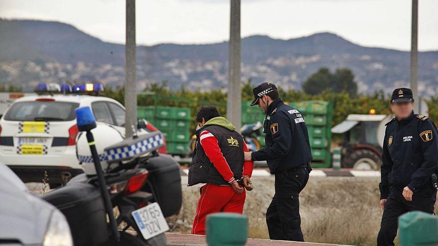 Caen los delitos pese al repunte de robos en casas en Alzira