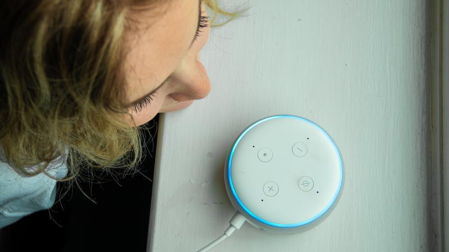 Estas son las personas que dan voz a Alexa, Siri y otras aplicaciones