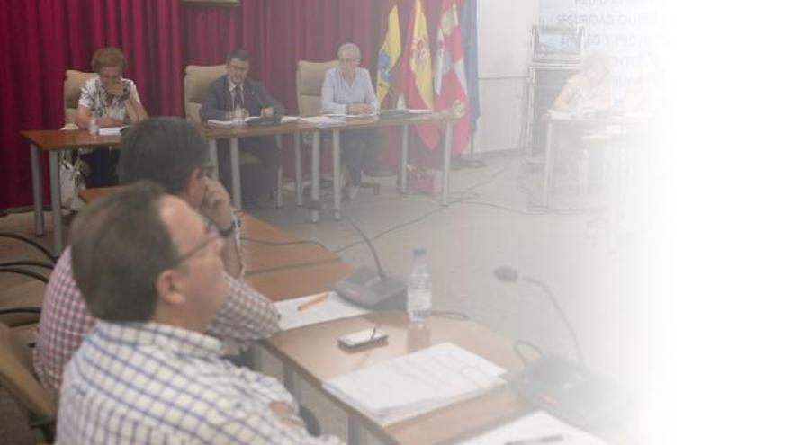 Una reciente sesión plenaria en el Ayuntamiento de Benavente.