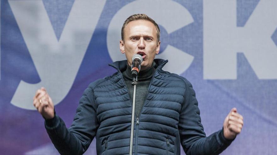 """Navalni sale del coma y """"responde a estímulos"""""""