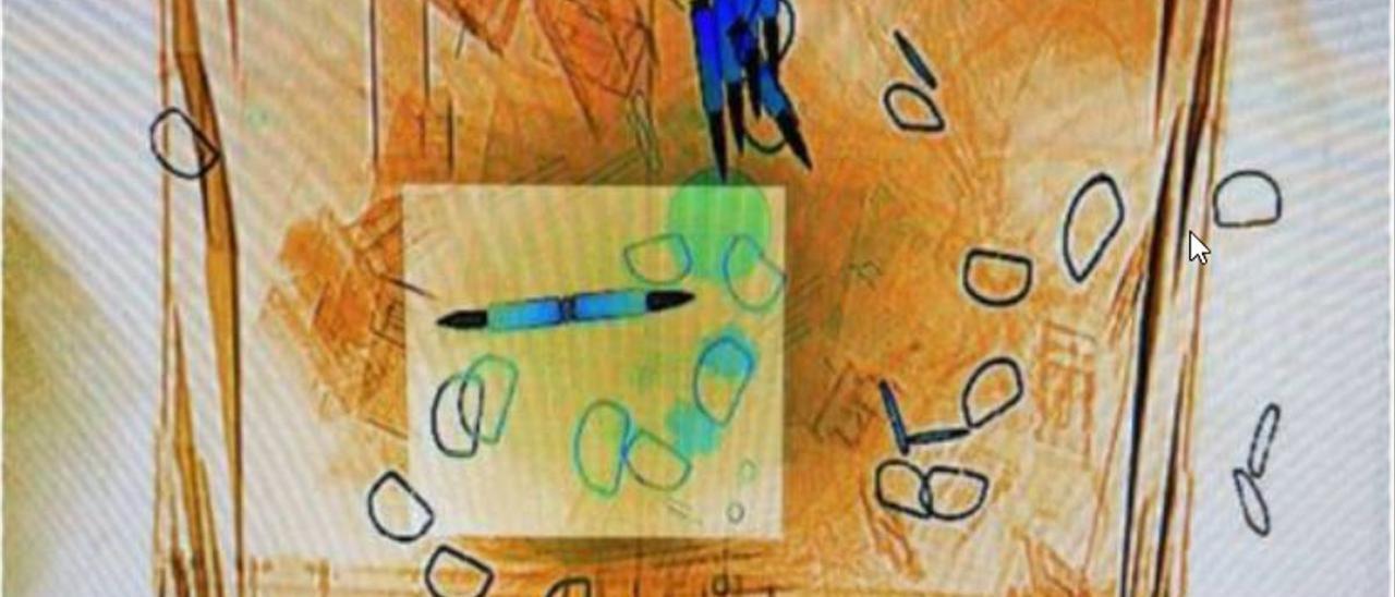 Imagen de un sobre con balas detectado por el escáner de Correos.