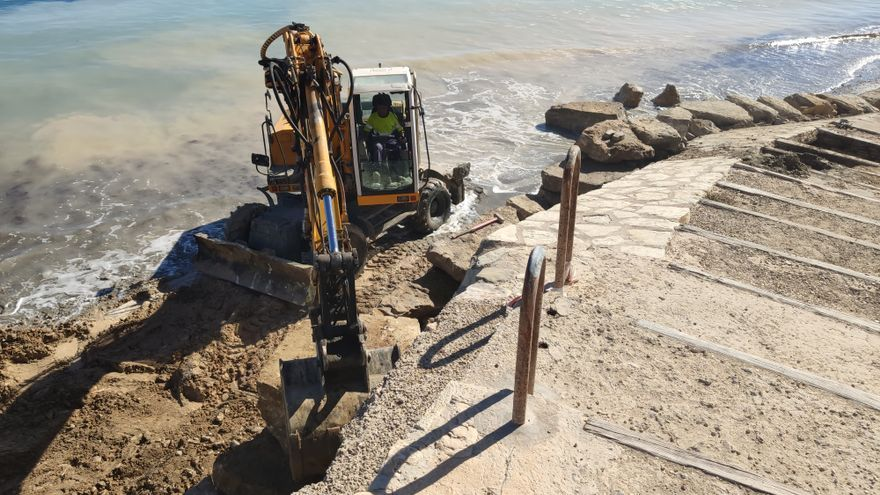 El Campello rehabilita el acceso principal a la playa de l'Almadrava