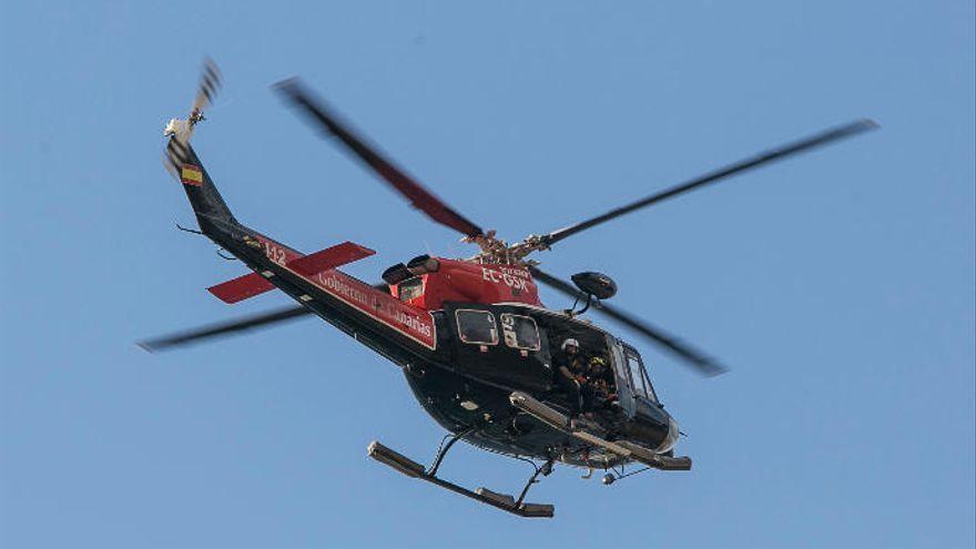 Un helicóptero del GES rescata a una senderista en Anaga