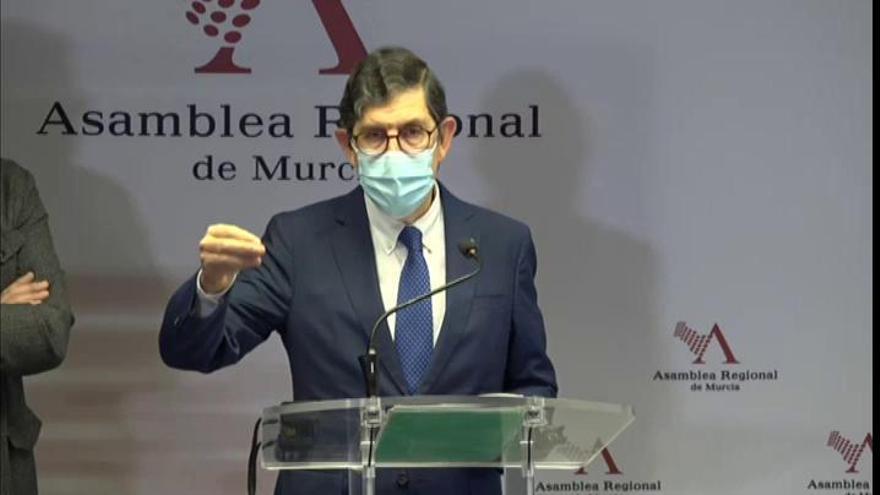 """El consejero de Salud de Murcia: """"Mis documentos ponen que soy médico, no ponen que soy político"""""""