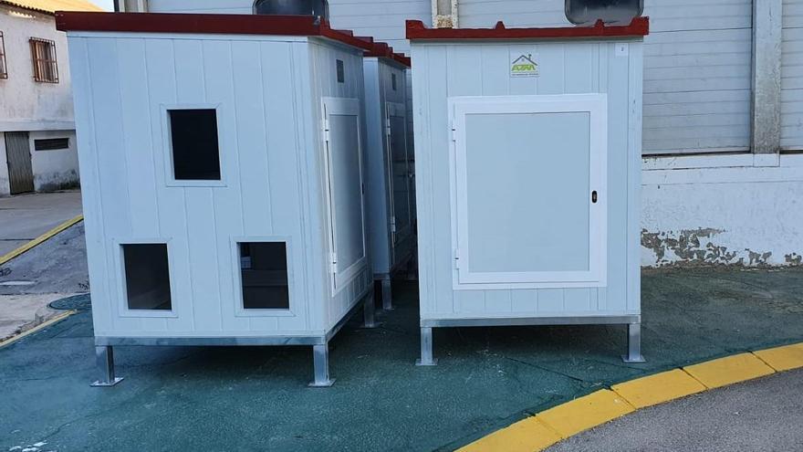 Alcantarilla instala seis casetas para albergar gatos