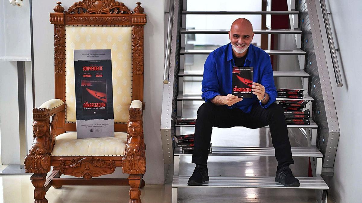 Miguel Conde-Lobato, con su nueva novela 'La congregación'.   | // VÍCTOR ECHAVE