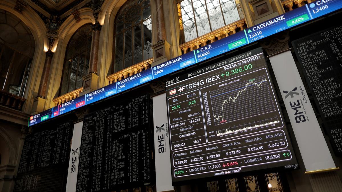 Valores del Ibex 35 en el Palacio de la Bolsa de Madrid.