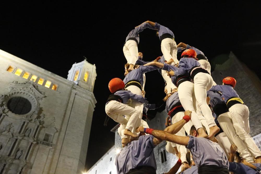 Els Marrecs pugen el pilar de 4 per les escales de la Catedral