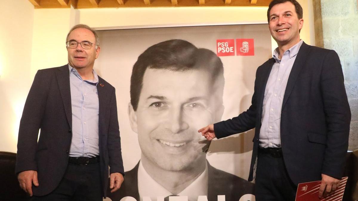 El alcalde de Santiago, Xosé Antonio Sánchez Bugallo, con el candidato a la Xunta por el PSdG, Gonzalo Caballero, en una foto de archivo. // Xosé Álvarez