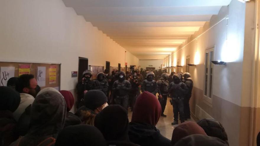 Els Mossos detenen el raper Pablo Hásel a la Universitat de Lleida