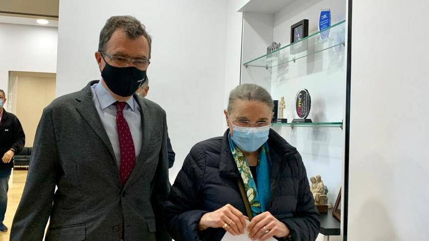La viuda de Gaya dona más de 2.000 objetos personales a su museo en Murcia