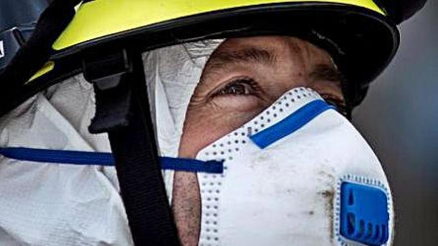 Un bombero de Ourense.  // B. L.