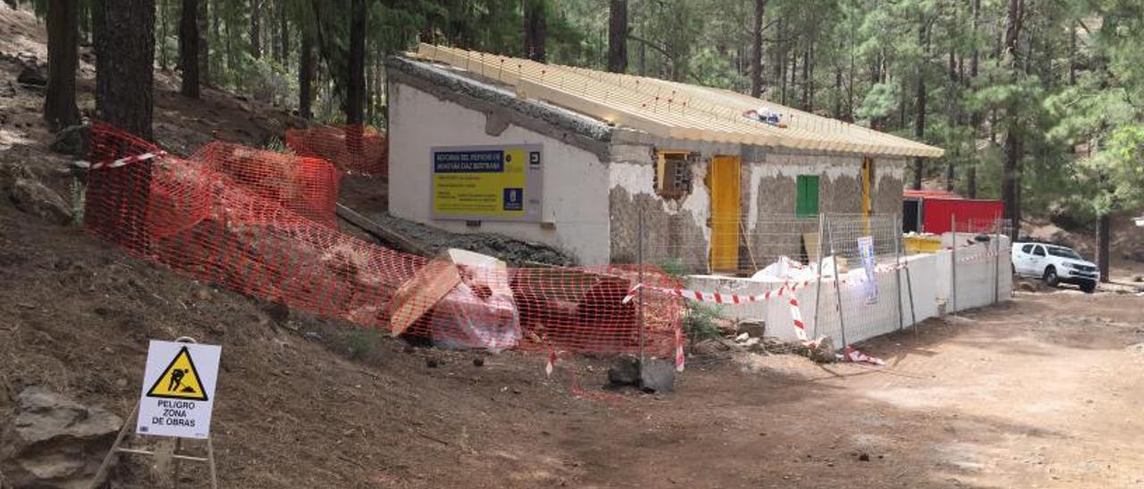 Imagen del refugio de Llanos de La Pez, en obras.     LP/DLP