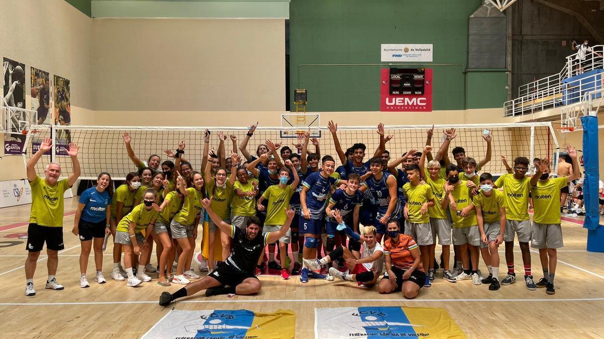 Las selecciones canarias participantes en el Nacional de Autonomías, celebran el oro del cadete masculino