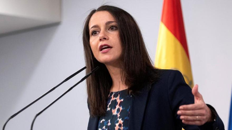 Arrimadas confirma que Cs irá en solitario a las elecciones catalanas tras el 'no' del PP