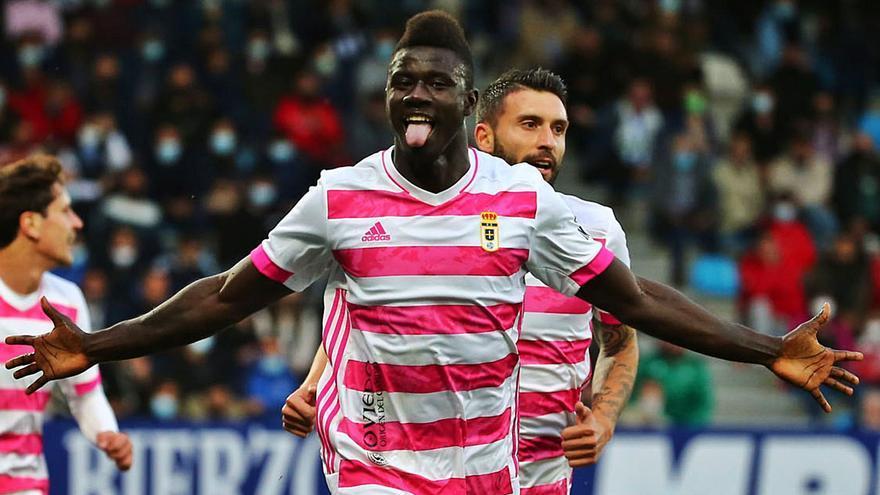 Obeng, el goleador tranquilo, ya supera sus cifras en el fútbol profesional