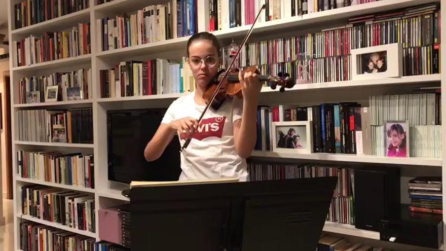 Himno del CD Tenerife interpretado por Ana Alonso